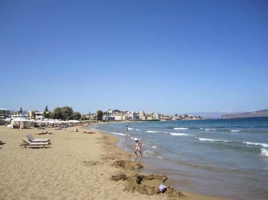 Yakinthos Hotel: Beach 2 minutes walk