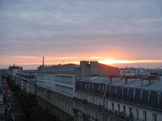 Paris France Hotel: superior sunset view, with Eifel Tower peek!