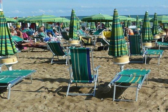 Hotel Toledo: Sonnenschirme mit Schliessfach