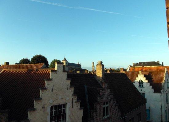 Lady Jane B&B: Blick aus dem Fenster auf den Belfried