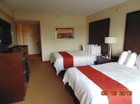 Crowne Plaza MSP Airport - Mall of America: Nice room, but only double beds