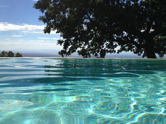"""Hotel Nabia : Vista del horizonte desde la piscina modelo """"infinity pool"""""""