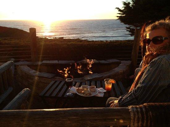 Moss Beach Distillery Restaurant: sunset on the deck by the fire