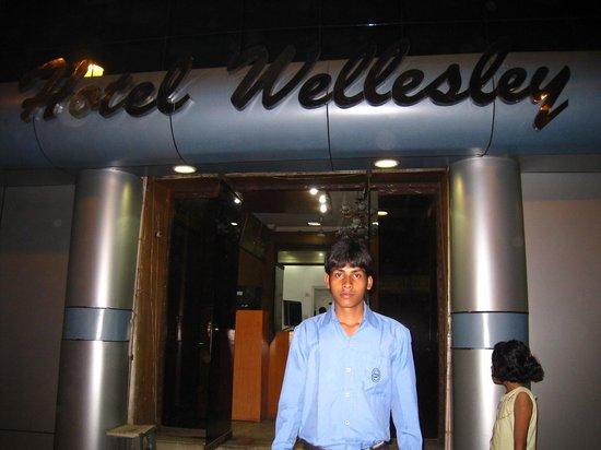 Hotel Wellesley: the front desk.
