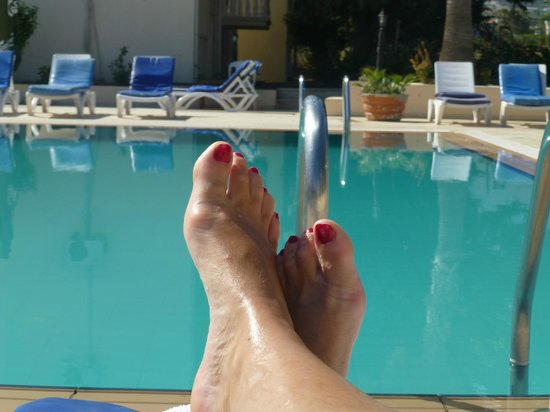 Mountain View Hotel & Villas: Relaxing - sexy feet lol