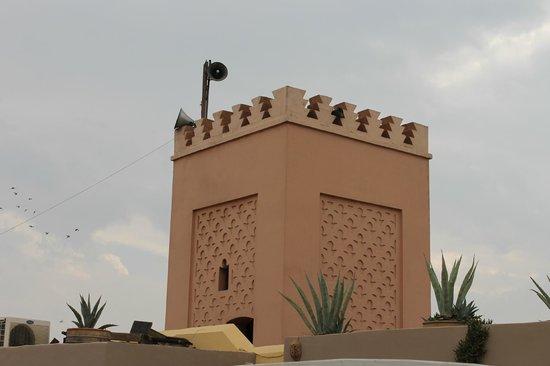 Riad Safa : Le minaret qui surplombre le Riad
