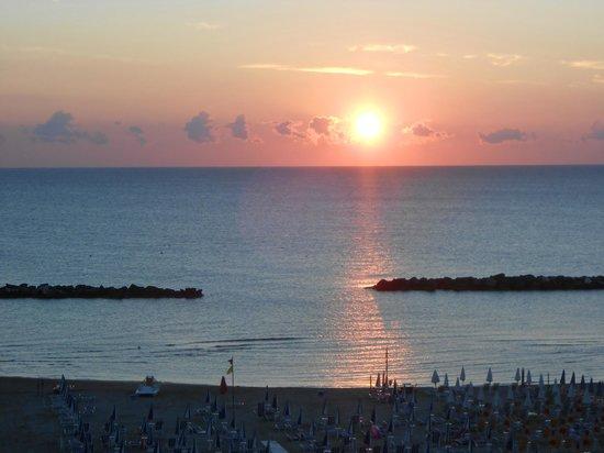 Residence Elisa: l' alba vista dal balcone