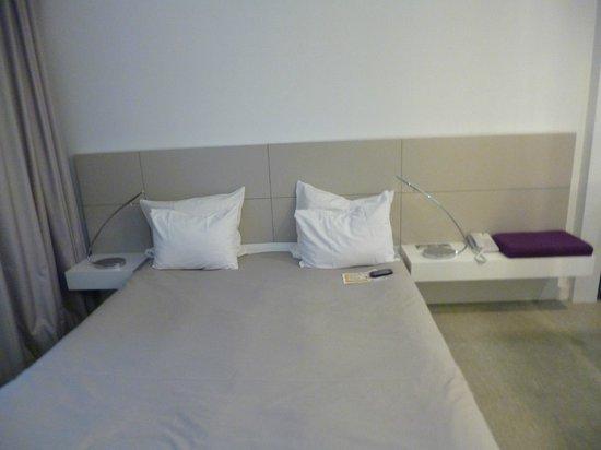 Novotel Suites Malaga Centro: Habitación con cama de matrimonio