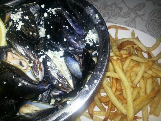 Le Central: Mussels and Frites