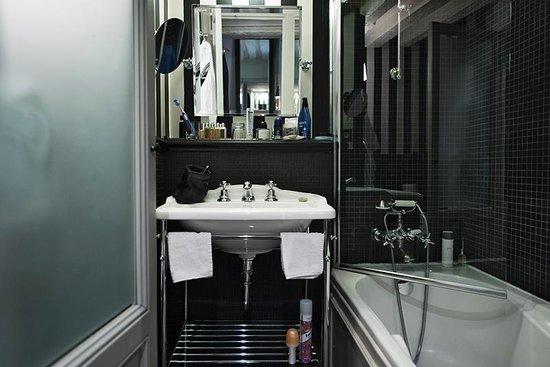 Hotel Verneuil: Badrum Club Room 101