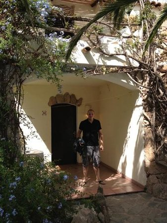 Hotel La Jacia: outside room
