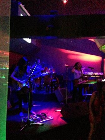 Titanium Bar: unicorn girl band
