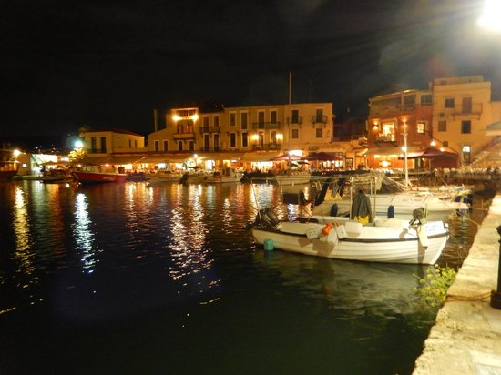 Cavo D'oro Seafood Restaurant: Night view of Rethymno harbour (Crete)
