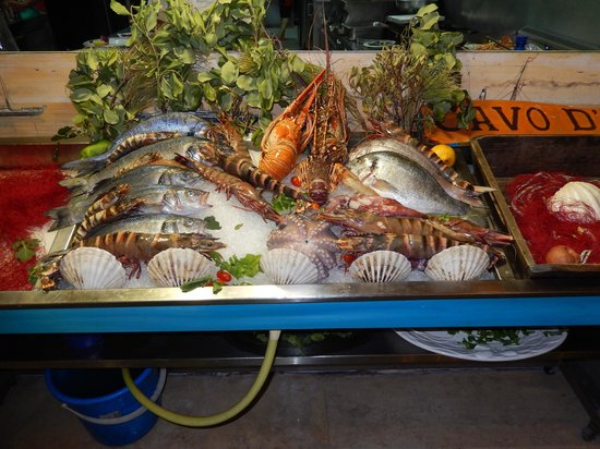 Cavo D'oro Seafood Restaurant: Fresh sea food available at Cavo  D'Oro Rethymno Crete