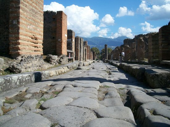 Pompeii - Archaeological Area.: one of the many streets of the excavated Pompei