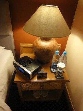 Le Meridien Jakarta: Nachttisch