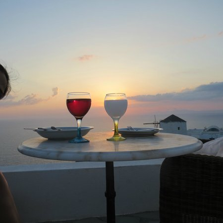 Golden Sunset Villas: wining and dining...
