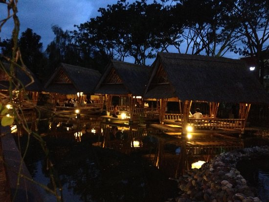 Bale Udang Mang Engking: View of the huts on water