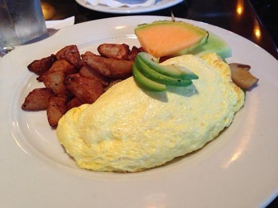 Manzana Rotisserie Grill: Vegi Omelet  - they Have BREAKFAST!