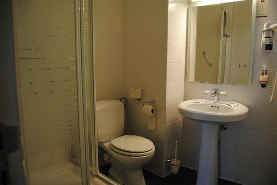 Leonardo Hotel Antwerpen: Salle de bains