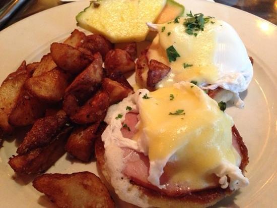 Manzana Rotisserie Grill: Eggs Benedict