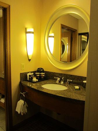 DoubleTree by Hilton Durango: Outside Vanity