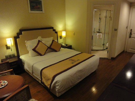 Royal Gate Hotel : Bett