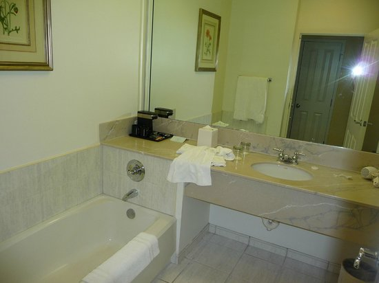 Trianon Old Naples : Douche et baignoire !