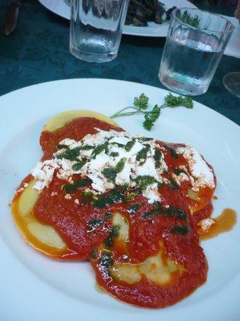 Al Vecio Portal : Gros raviolis aux aubergines et fromage frais fumé