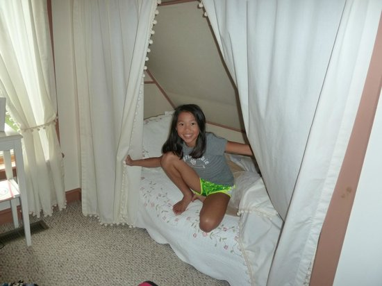 Grandview Mountain Cottages: Extra twin bed in loft