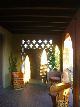 Hacienda Del Sol Guest Ranch Resort : one of many relaxing patio areas