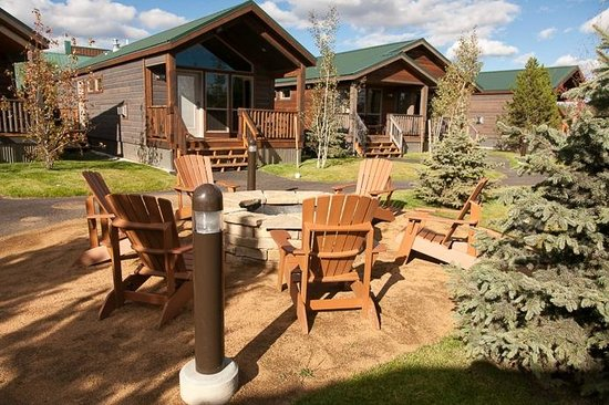 Explorer Cabins at Yellowstone: FIre pit