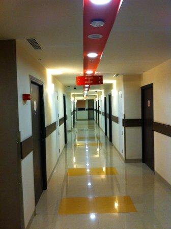 Ginger Mumbai Andheri : Corridor View (2)