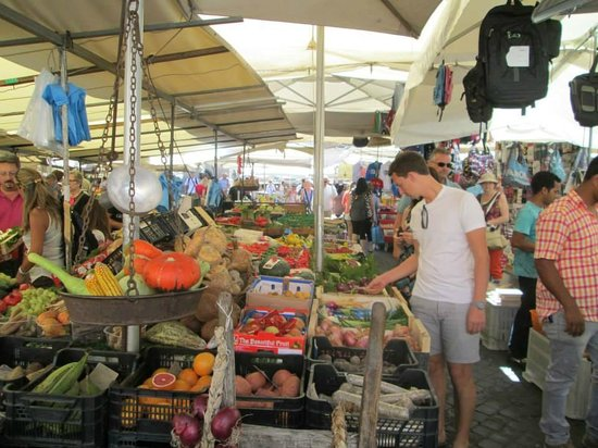 Rome Illuminated Guided Tours : The Food and Market Walk in Piazza Navona
