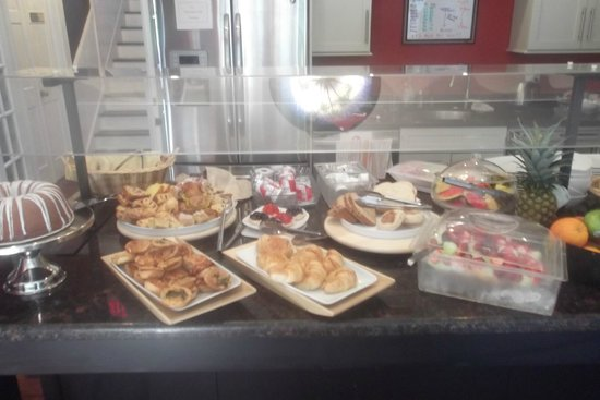 Artist House on Fleming: Breakfast