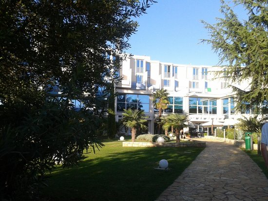 Valamar Crystal Hotel: hotel from the gardens