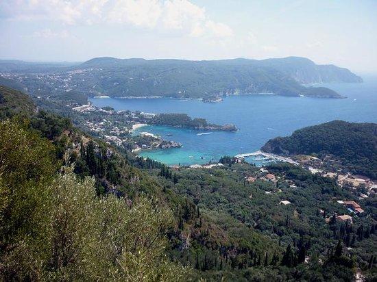 Angela Beach Hotel: Vue depuis Lakones (excursion)