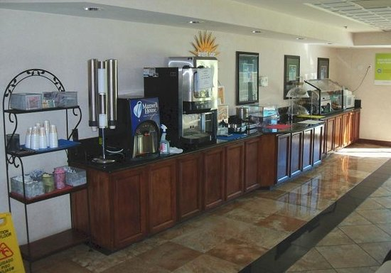La Quinta Inn & Suites Clearwater South: Breakfast area