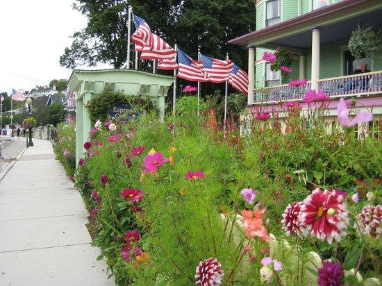 Inn on Mackinac: Just some of the Inn's stunning flowers