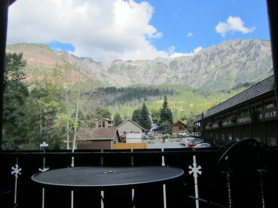 Twin Peaks Lodge & Hot Springs : King suite balcony
