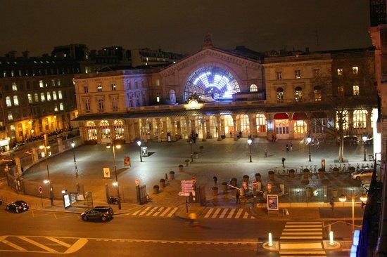 Amiot Hotel: Gare de L'Est - foto noturna