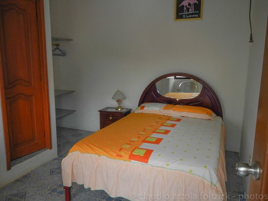 Hostal Insular: dormitorio