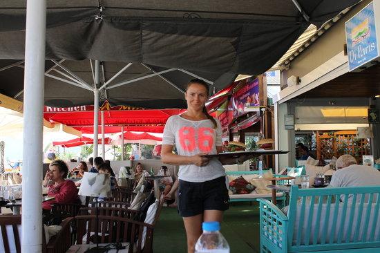 Cafe di Paris: Daar komen de hamburgers,Die waren super