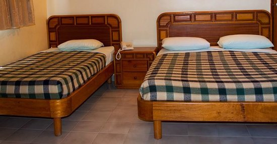 Hotel Crepusculo: Habitación Triple: Equipada con T.V. con cable, aire acondicionado, teléfono, agua caliente y ot