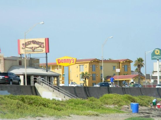 La Quinta Inn Galveston East Beach : Hotel and restaurants next door, view from our spot on the beach