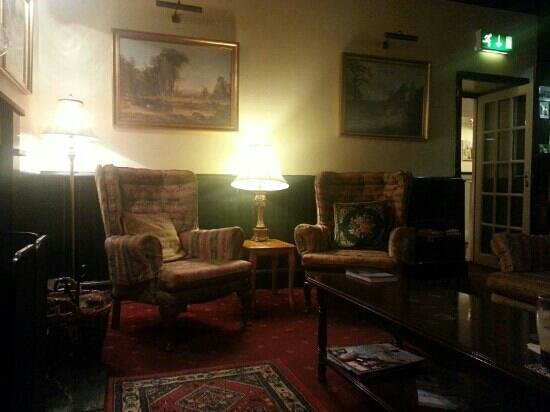 Glencar House: Wohnzimmer-Pub