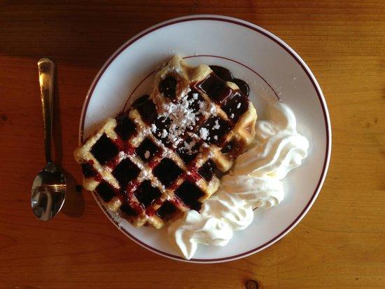 Au Bel Air Hotel: Dominique's legendary waffles!