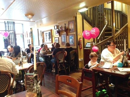 Bella Italia Edinburgh Hanover Street: Friendly atmosphere