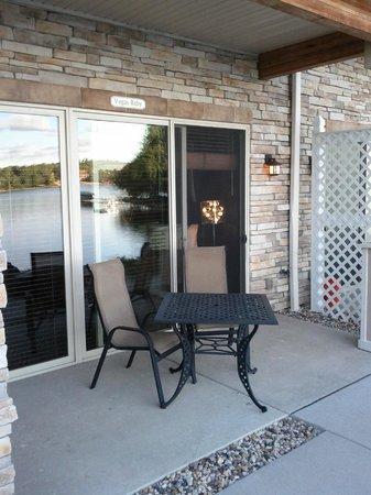 Delton Grand Resort & Spa: Outdoor patio off room.