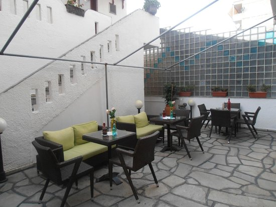 Hotel Sweet Home: Patio